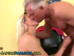 rimmed wazoo chick sucks pounder