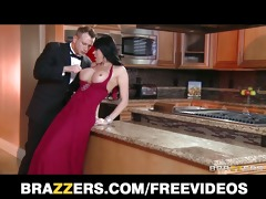 gold digger eva karera seduces a younger dude for